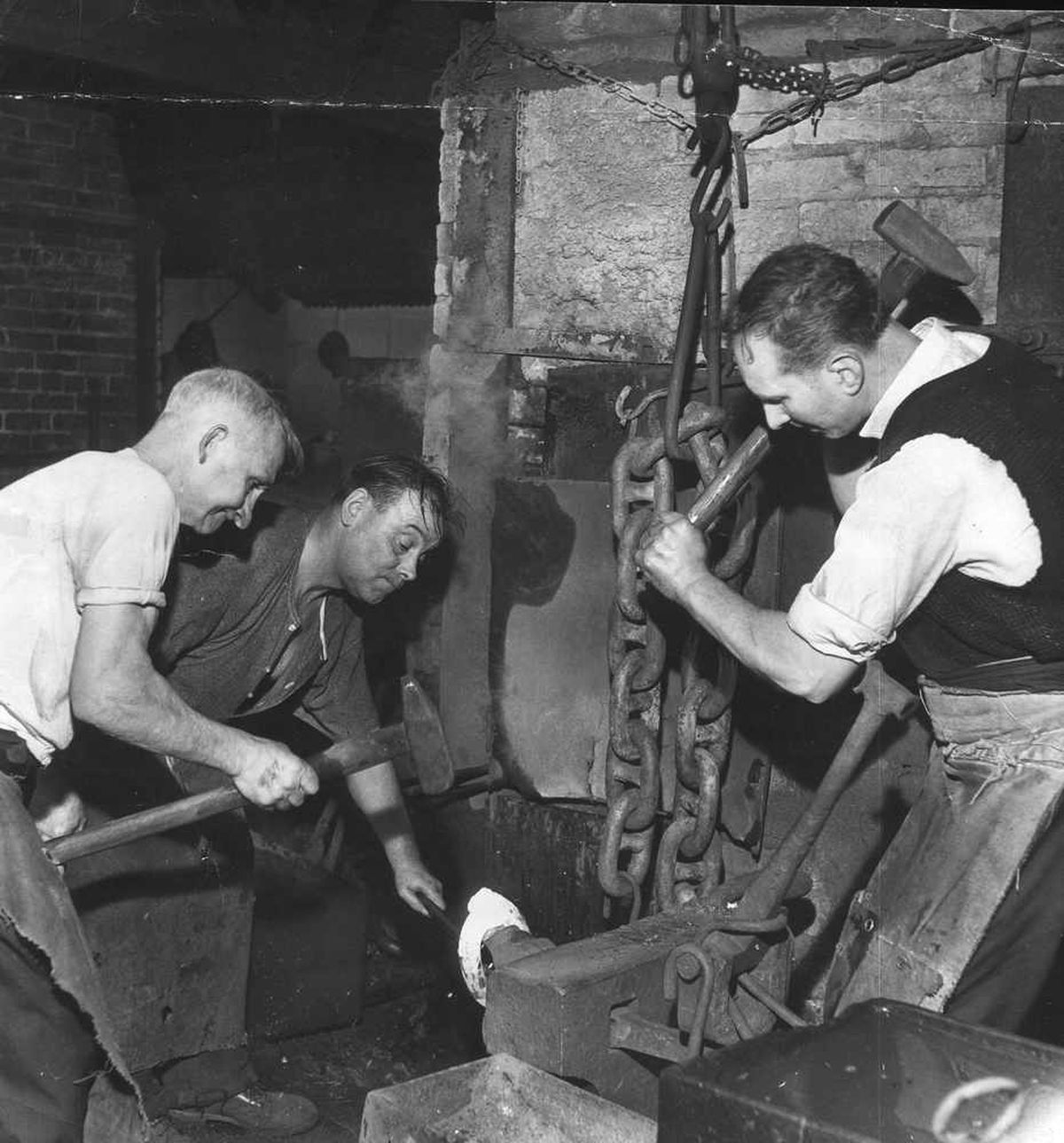 Chainmakers at work in the Black Country