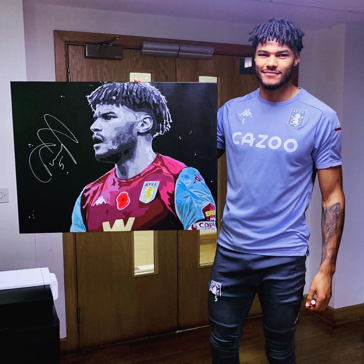 Tyrone Mings with his signed portrait.