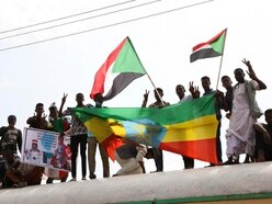 Sudanese protesters sign transition deal with army