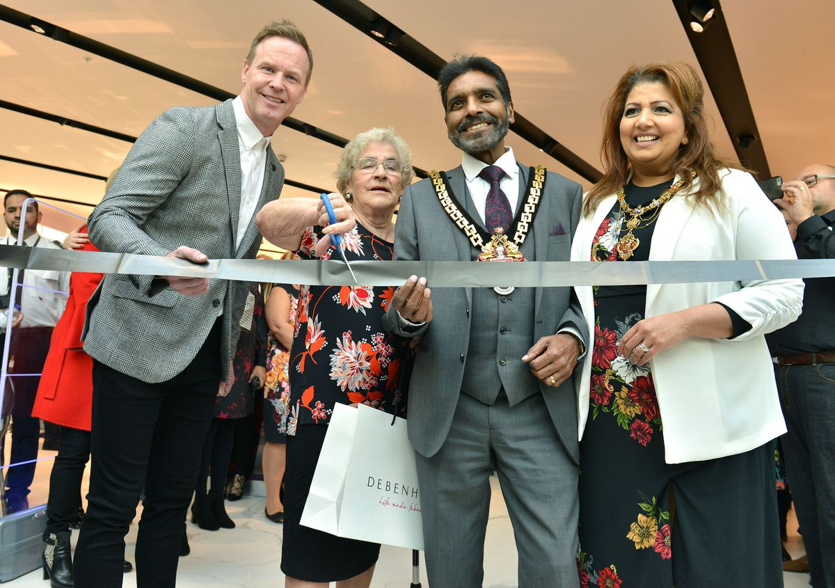 .Local hero Ann Guest pictured with the Mayor of Wolverhampton, Councillor Elias Mattu and Mayoress Asha Mattu and former Wolves Star Jody Craddock as they cut the ribbon