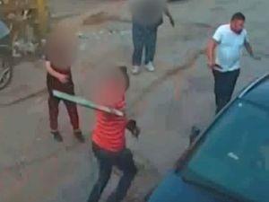 A man armed with a plank of wood fights back against machete man Haiwa Ezzeddine Mohammed