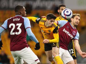 Pedro Neto of Wolverhampton Wanderers heads towards goal (AMA)