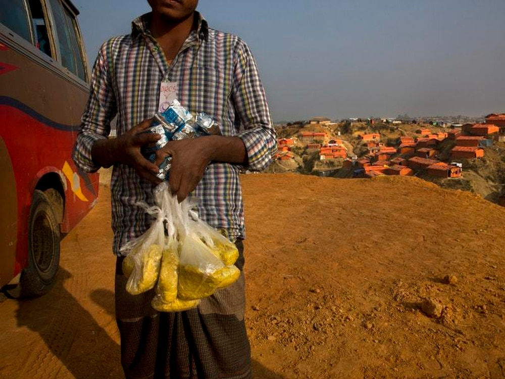 Burma agrees to resettle 6000 stranded Rohingya refugees