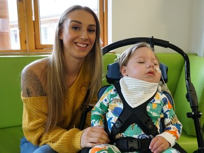 Mother to leap from plane for Acorns Hospice