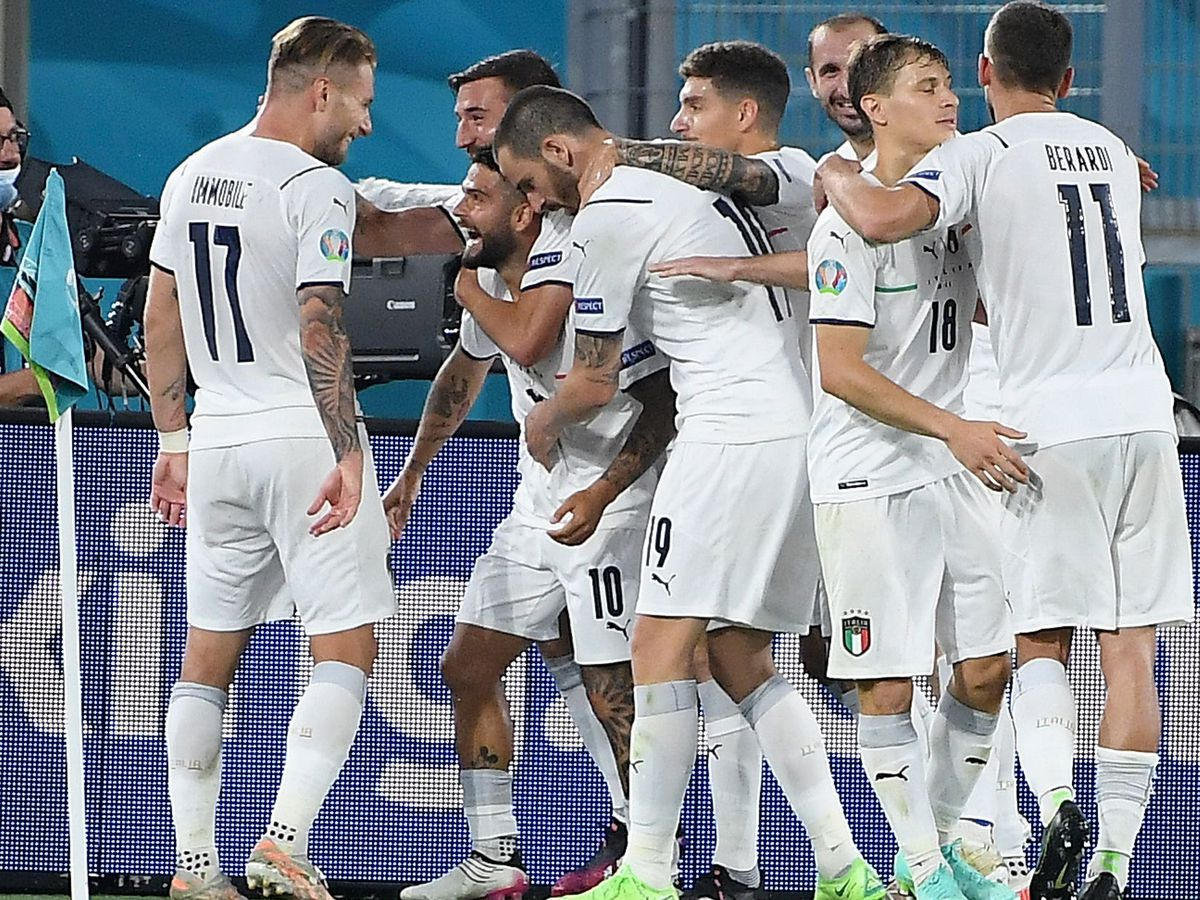 Italy celebrate at Euro 2020