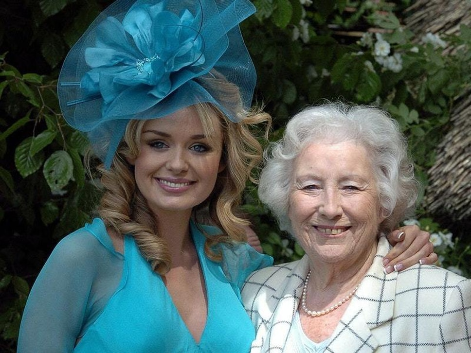 Dame Vera Lynn and Katherine Jenkins release We'll Meet Again for NHS charities