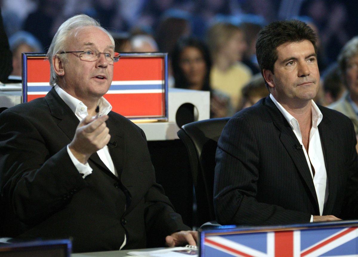 Juges in the World Idol competition: Pete Waterman for the UK and Simon Cowell for the US