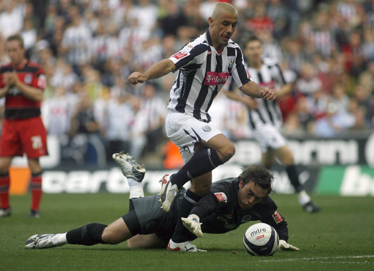 Kevin Phillips of West Bromwich Albion goes past Lee Camp of Queens Park Rangers (AMA)