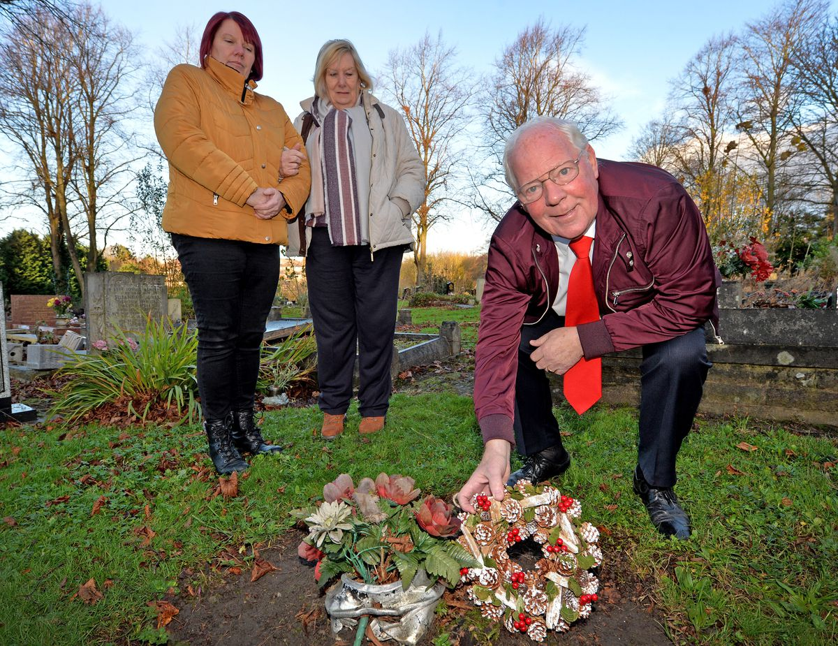 Tony Whittaker is pictured with his wife Marlyn and daughter, Shirley Shipley, at Harold Thompson's grave