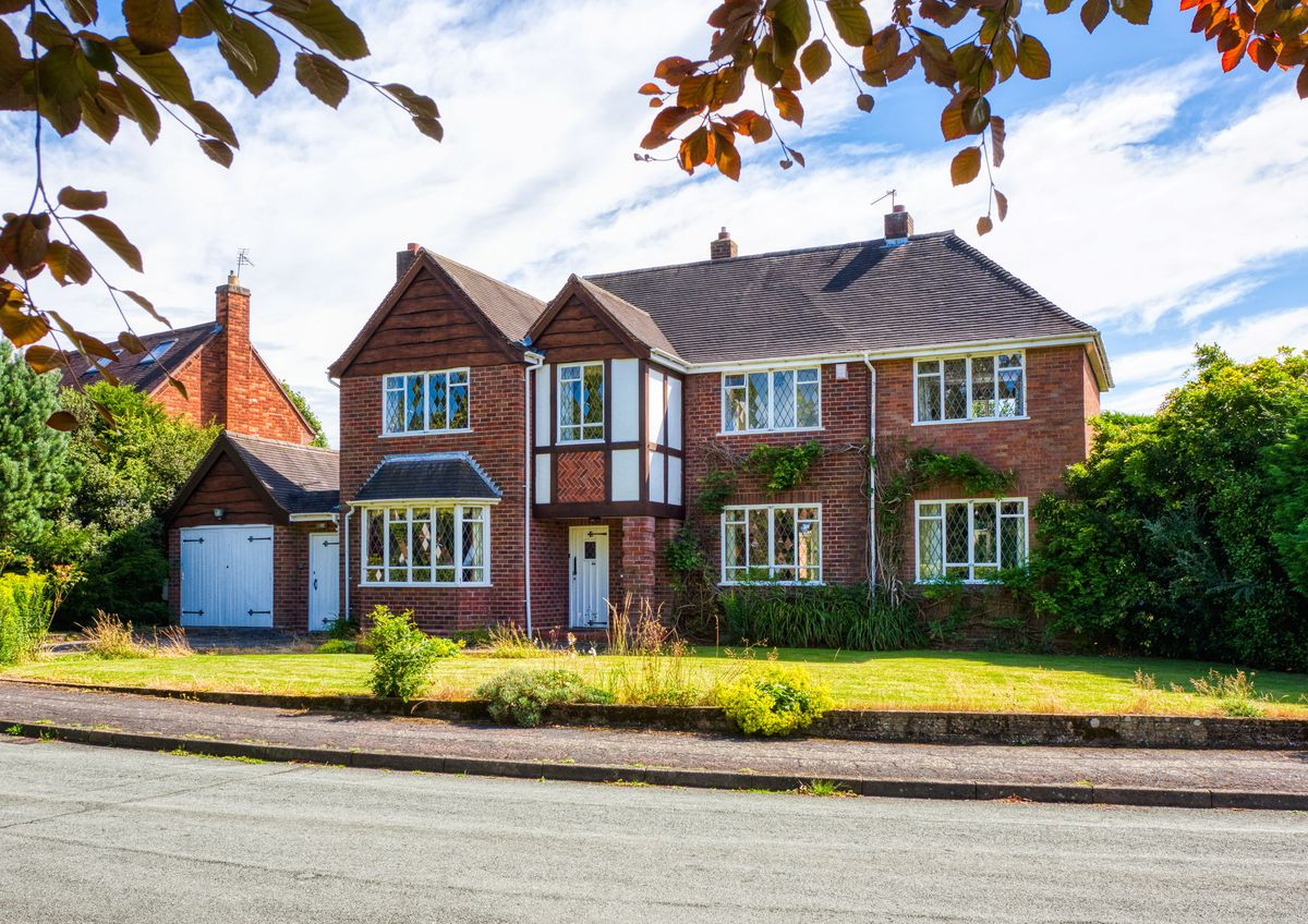 Elm Gables, Springhill Park, Lower Penn, was on the market at Offers Around £525,000 and saw a sale agreed in excess of its guide price