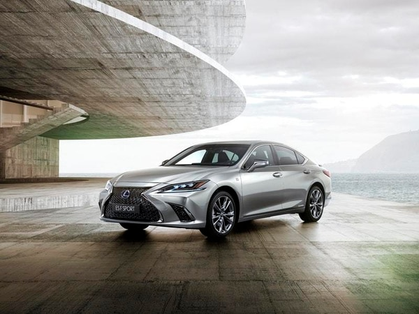 New Lexus ES goes head-to-head with BMW 5 Series