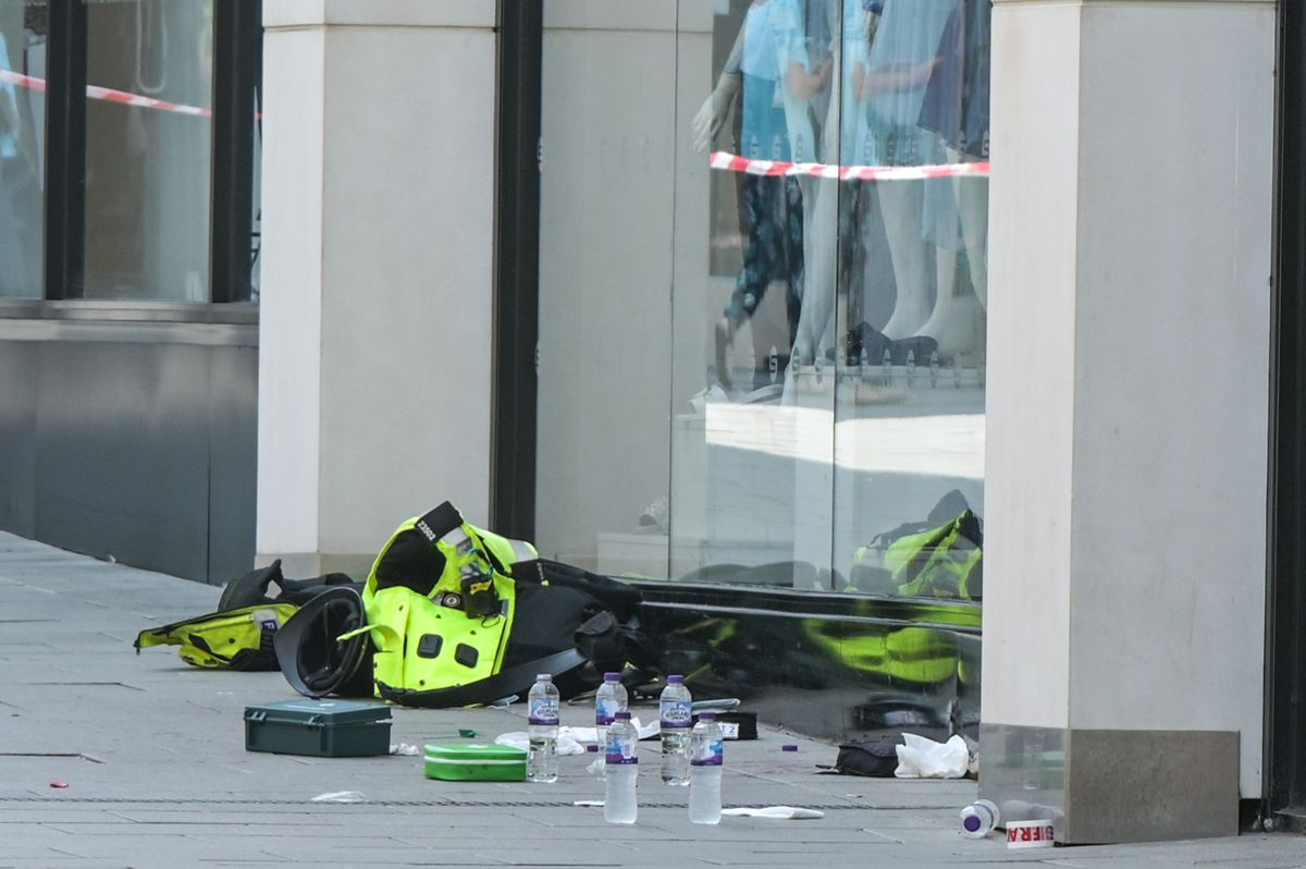 Police equipment left at the scene. Photo: SnapperSK