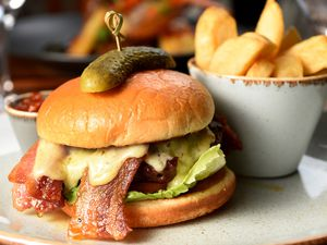Staffordshire beef burger, tosted brioche bu, hand cut chips, crispy bacon, smoked Applewood cheese