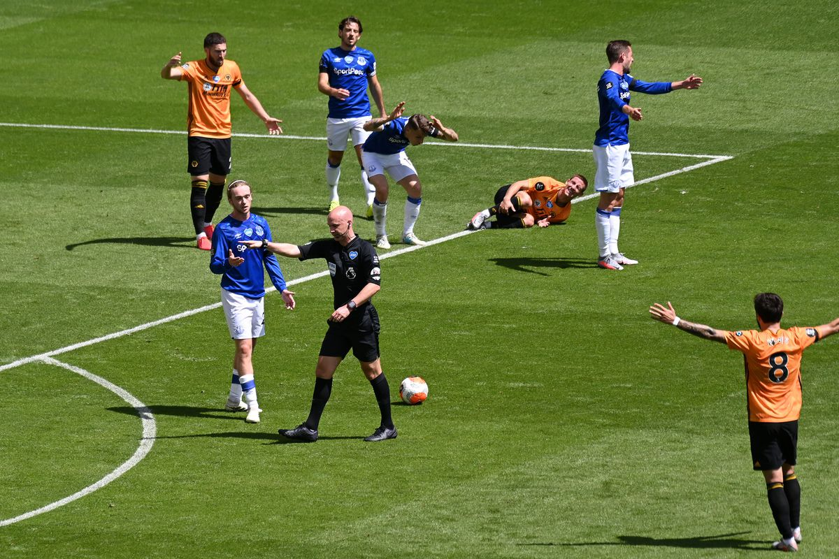 Daniel Podence of Wolverhampton Wanderers wins a penalty (AMA)