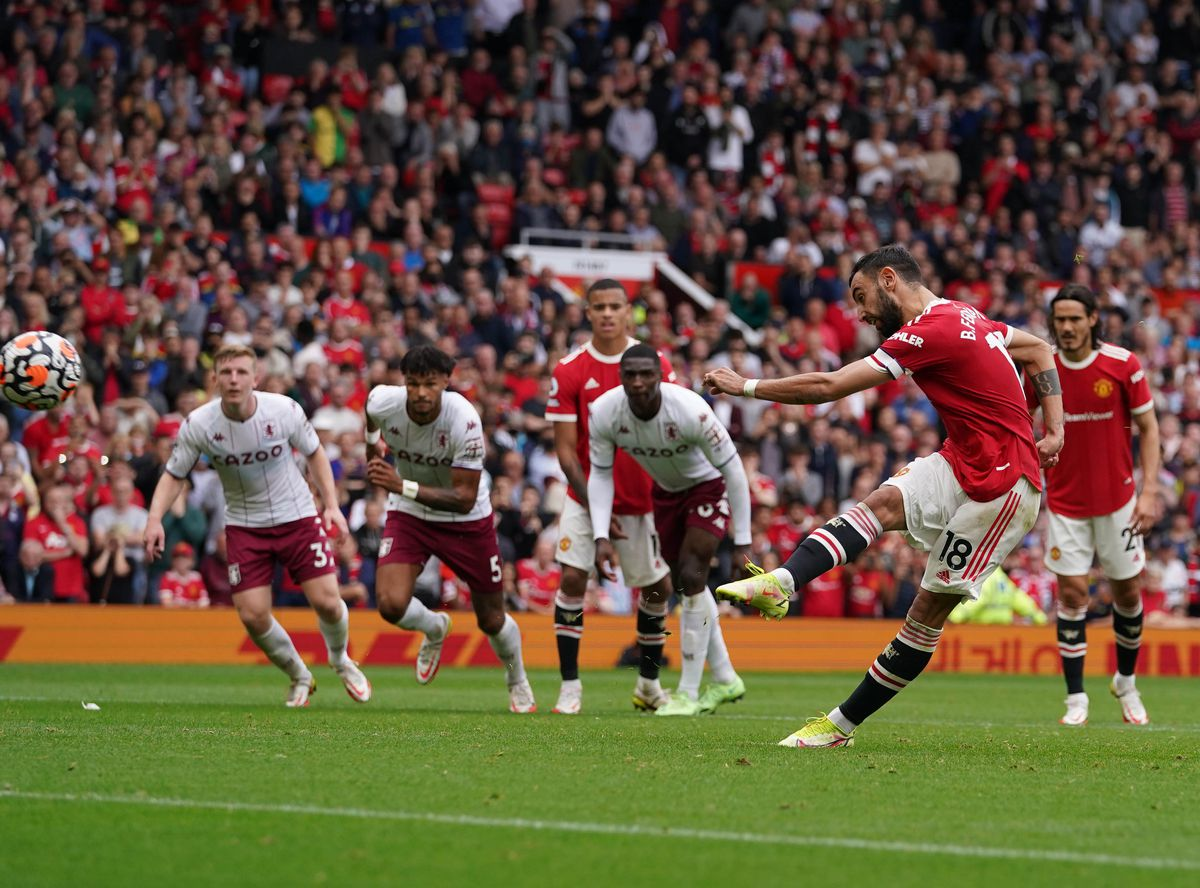 Manchester United's Bruno Fernandes misses a late penalty kick