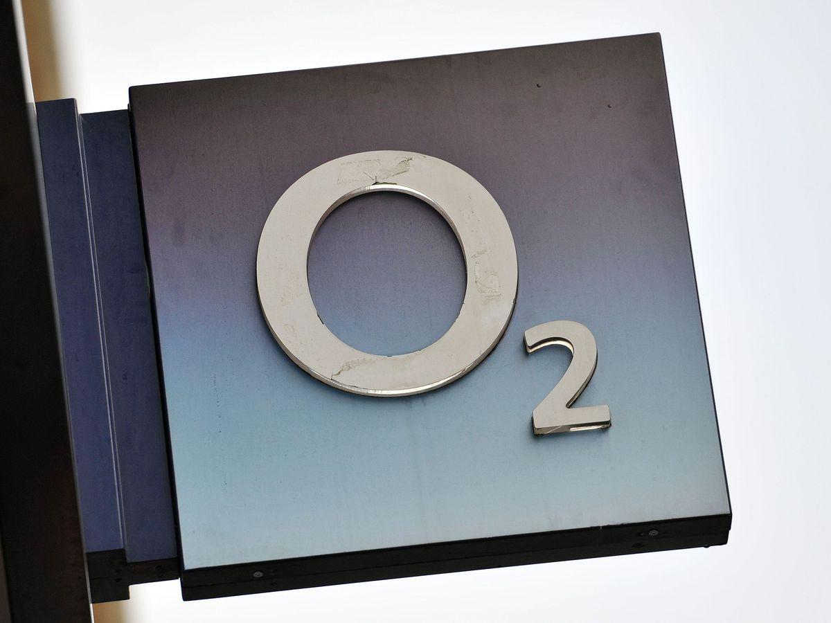 An O2 shop sign