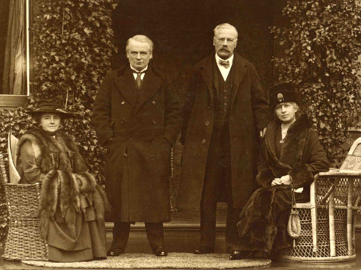 Margaret and David Lloyd George, Charles Mander the Third and Mary Mander at The Mount in 1918