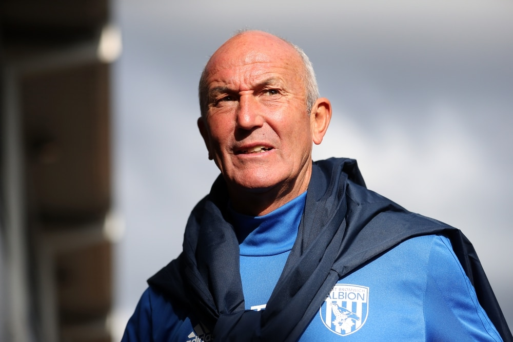 Tony Pulis signs new contract at West Bromwich Albion