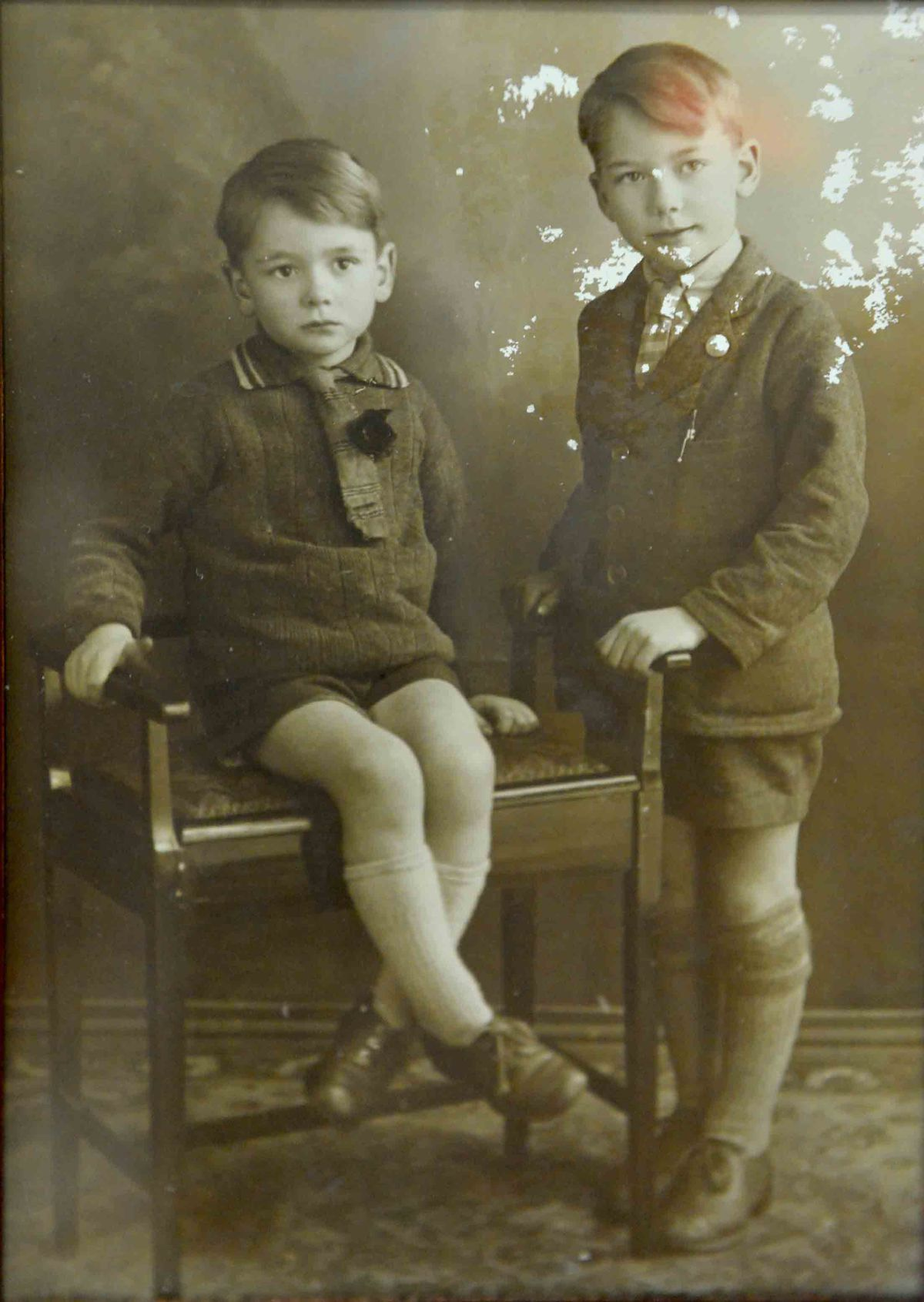 Ron and Roy Tomlin as children