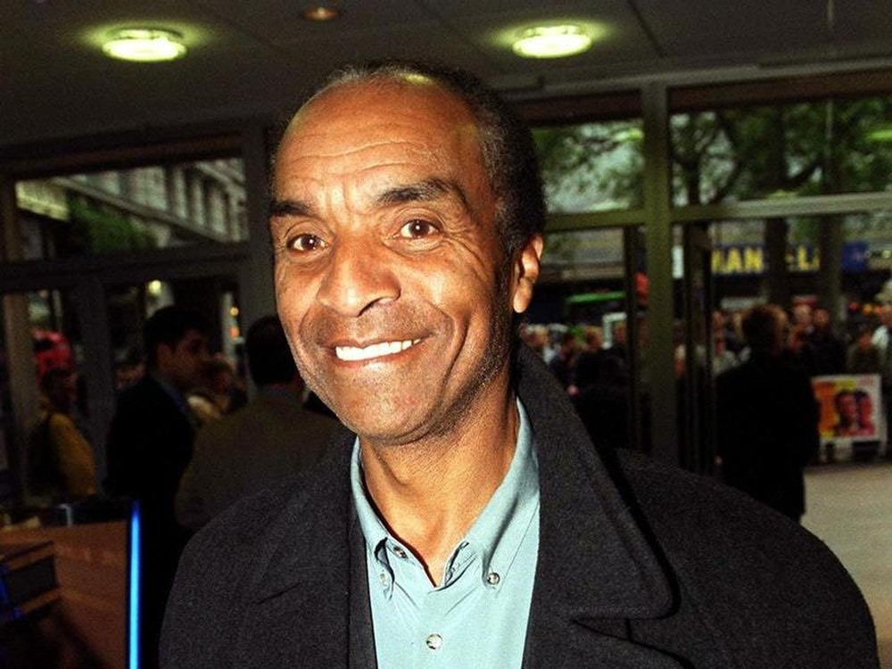 Stars pay tribute as variety legend Kenny Lynch dies, 81