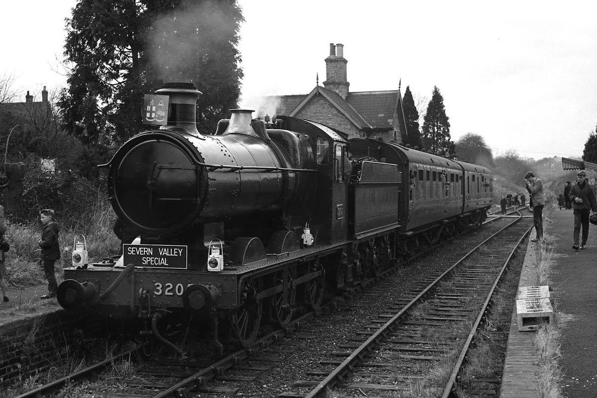 No. 3205 at Hampton Loade – 25th March 1967 – credited to David Williams