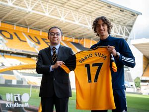 Wolves' record buy Fabio Silva with chairman Jeff Shi (Photo: Wolves)