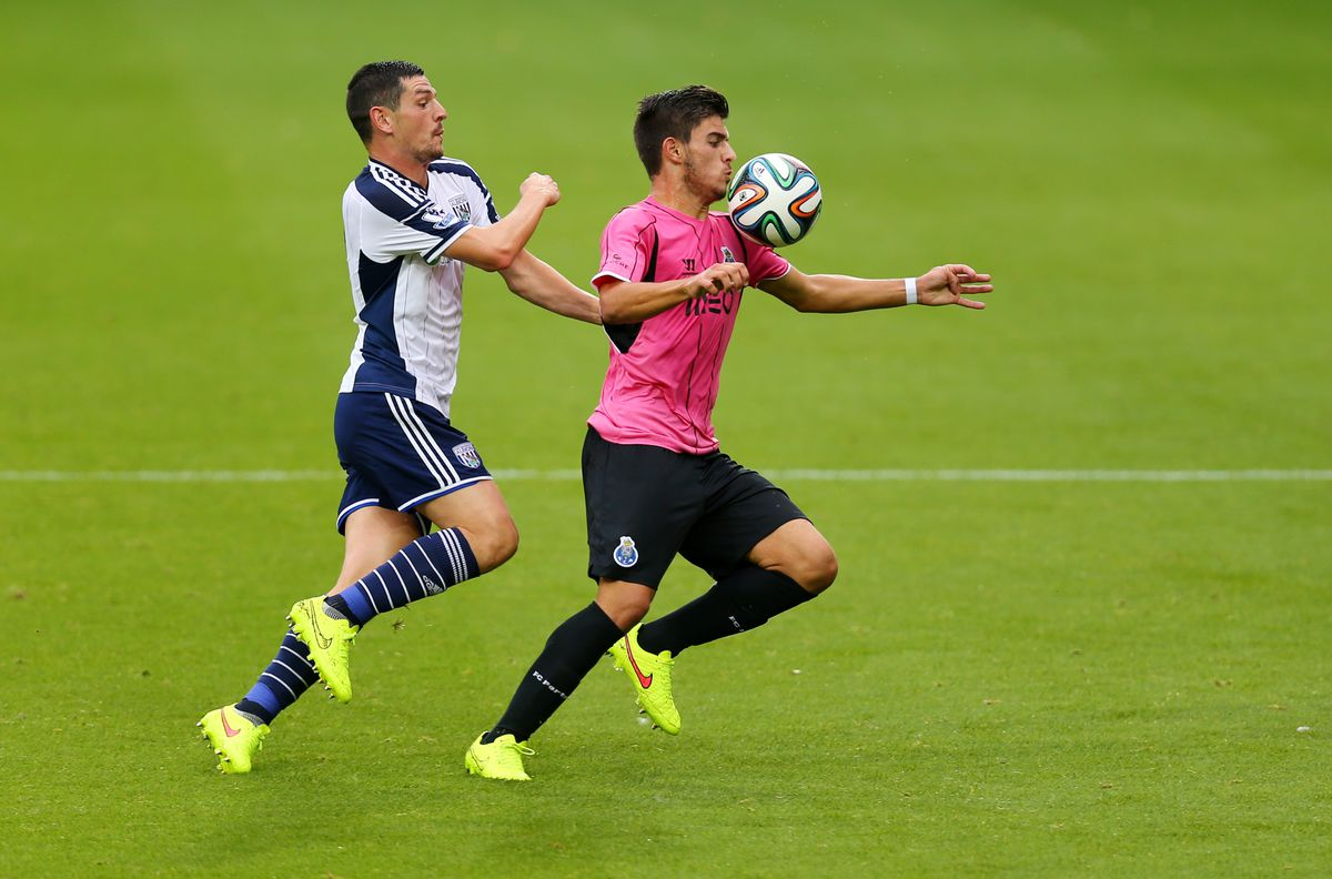 Ruben Neves in action for Porto during a friendly against Albion in 2014 (© AMA SPORTS PHOTO AGENCY)