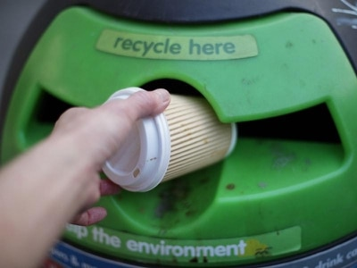 New initiative rewards drivers for recycling empty plastic bottles and coffee cups