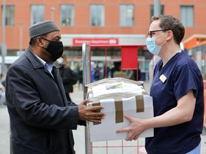 Mosque in London donates hot meals to local hospital staff