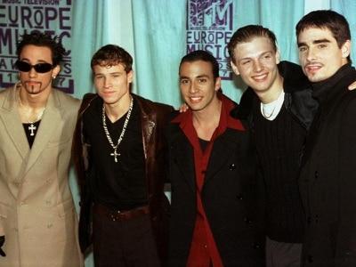 Video: Underground passengers unite for impromptu Backstreet Boys singalong
