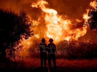 32 hurt as firefighters battle wildfire in Portugal