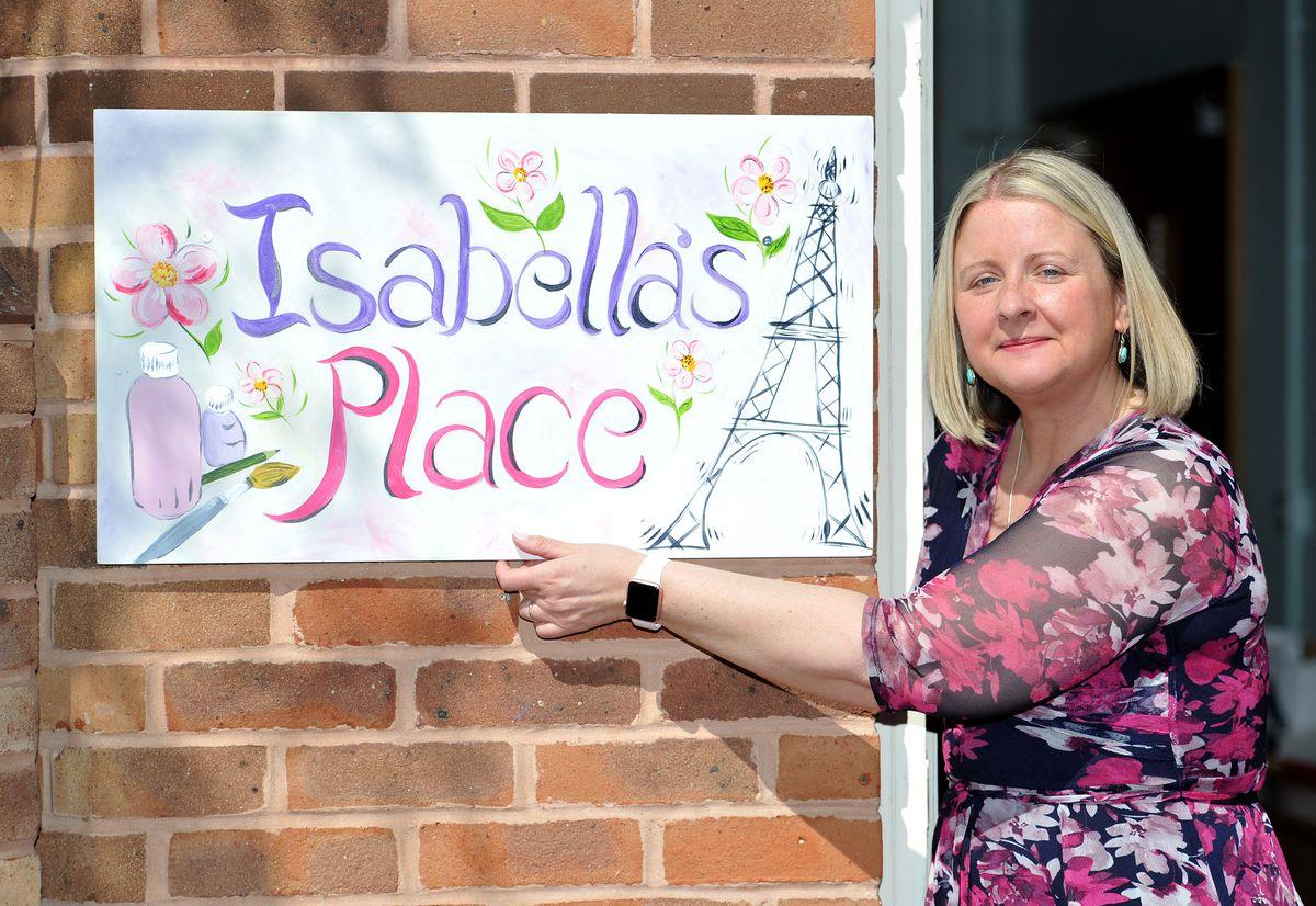 Jen Dalton unveils the Isabella's Place sign.