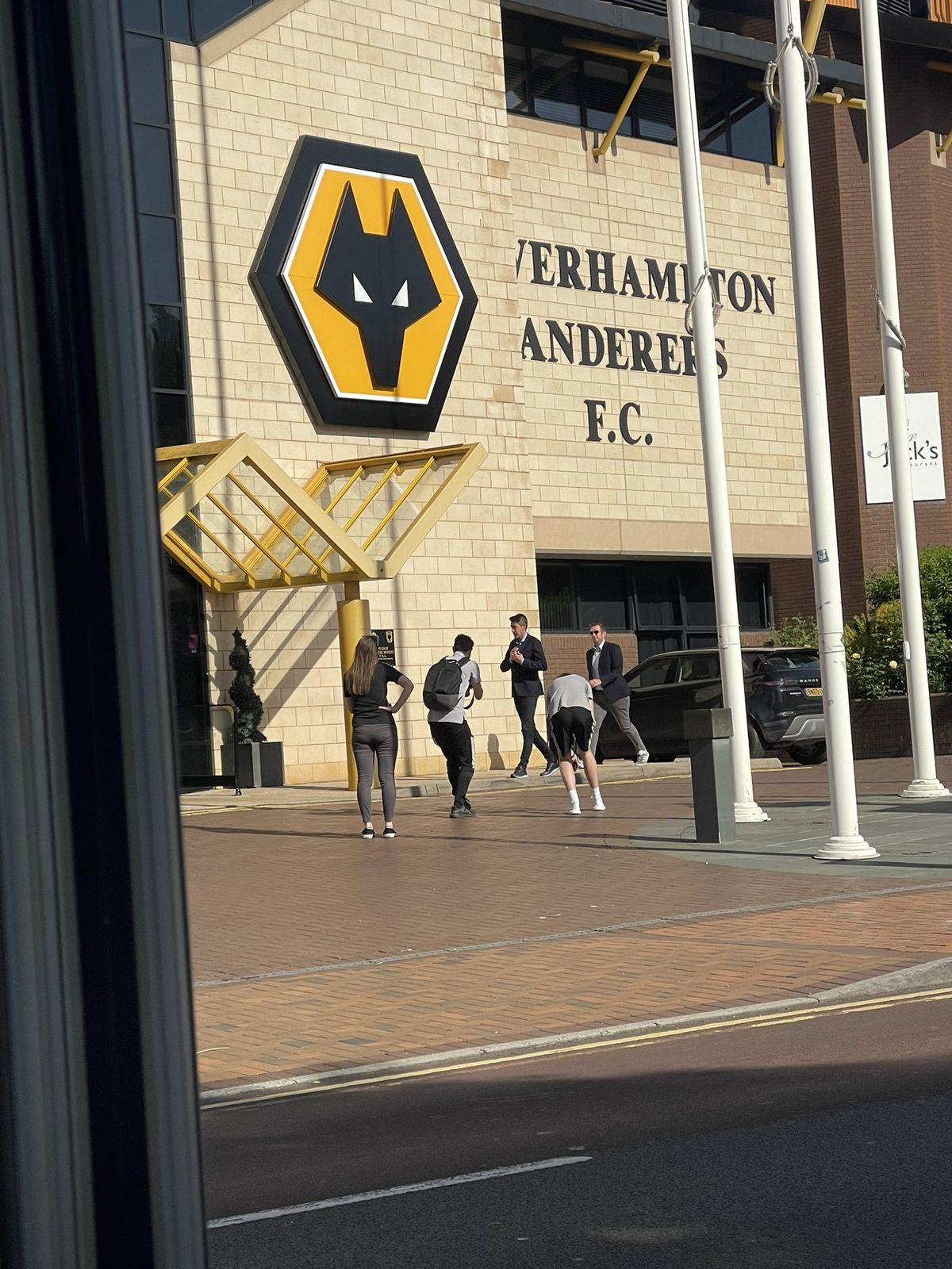 Bruno Lage arrives at Molineux. Picture credit: Carlie Martin @carliemartin (Twitter)