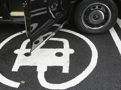 Housing developers 'should put electric vehicle charging points on all roads'