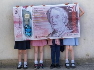 School pupils with banknote