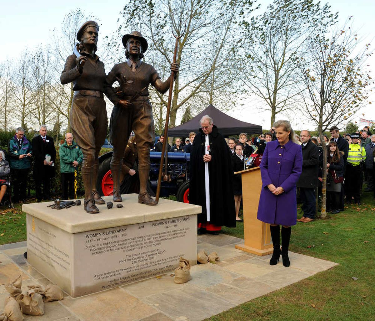 What an amazing turnout – thousands gathered for the unveiling ceremony to honour the Land Girls and the Lumber Jills.
