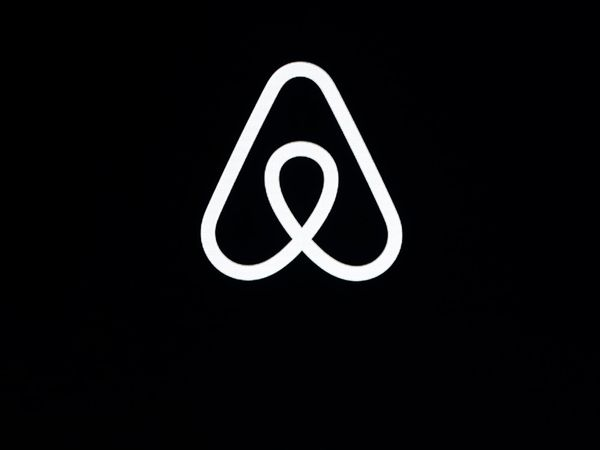 Earns Airbnb