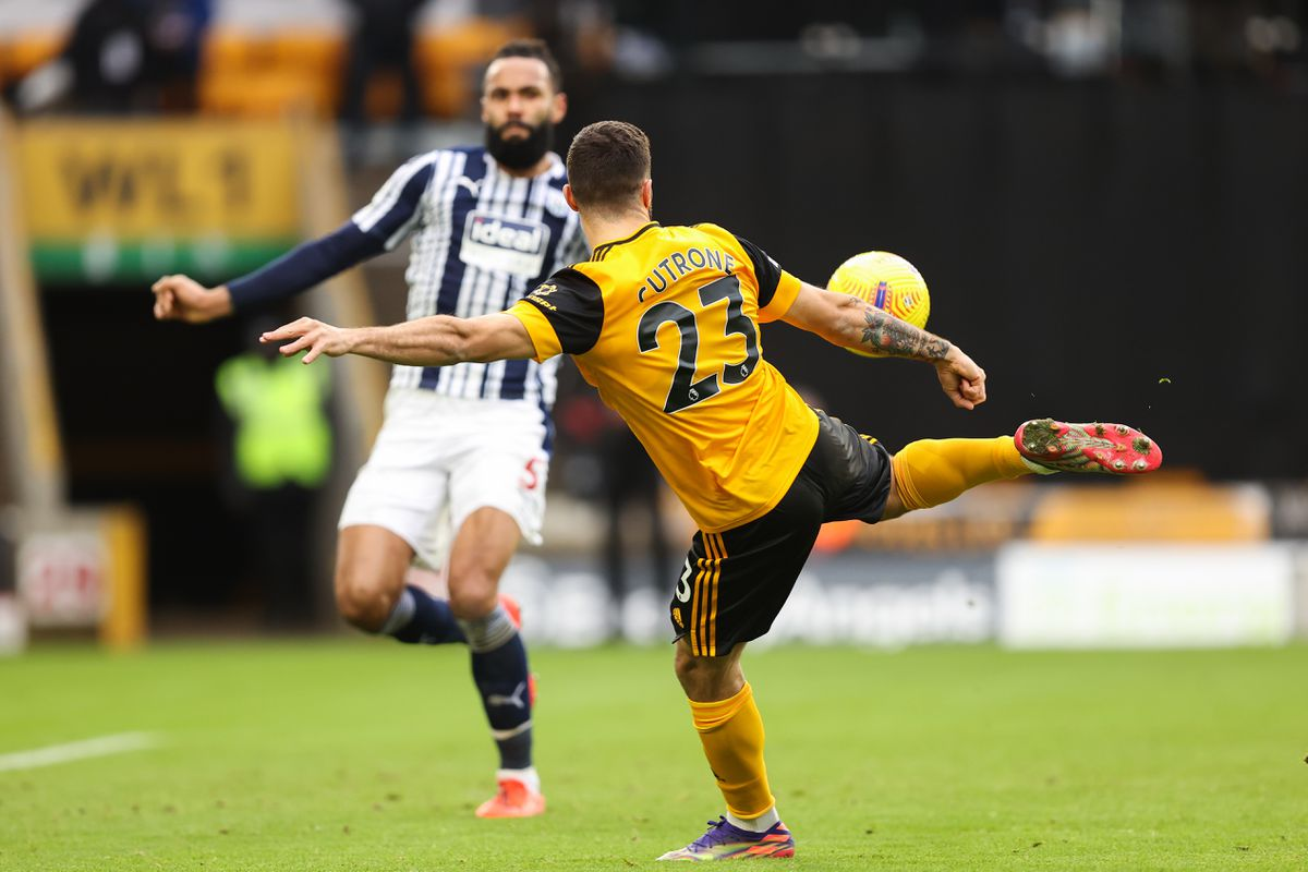Patrick Cutrone of Wolverhampton Wanderers has a shot. (AMA)