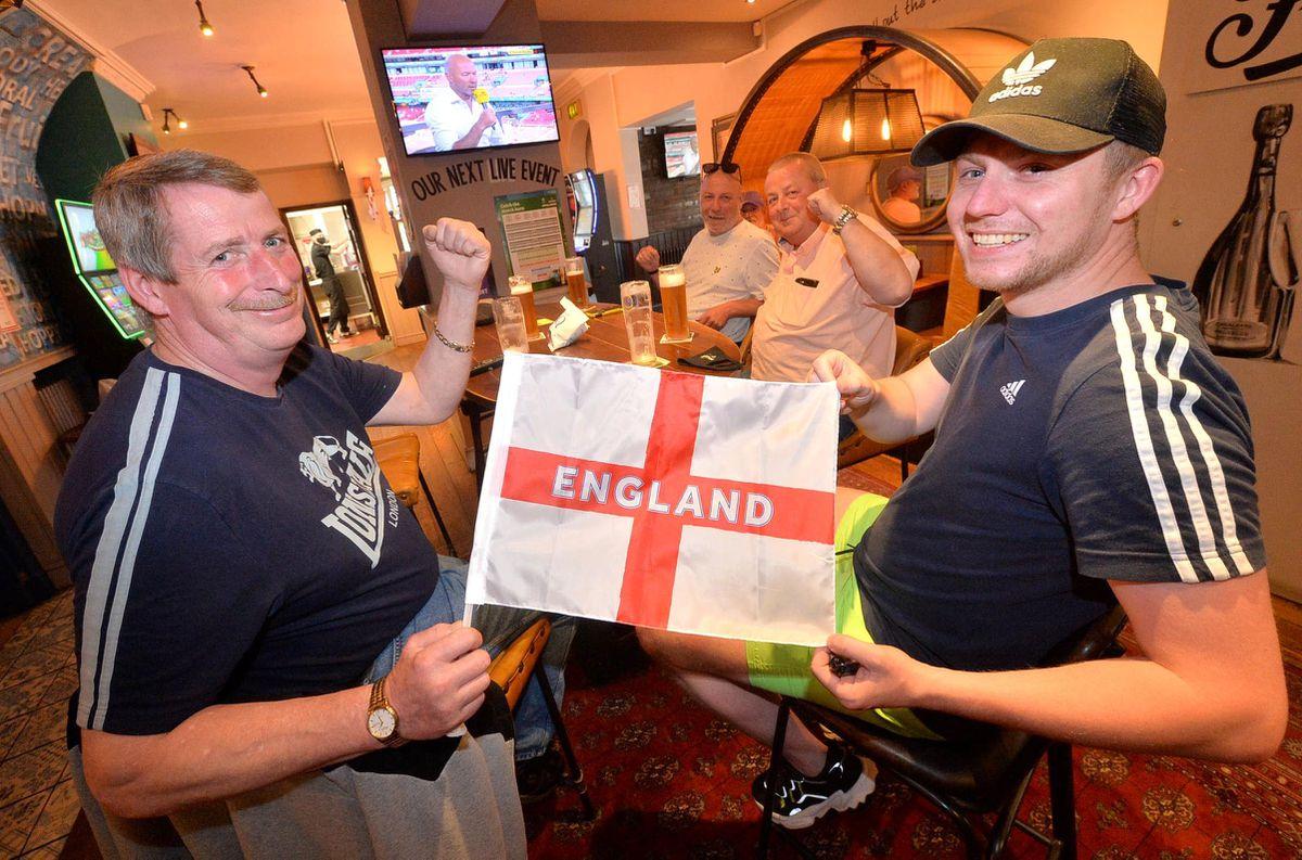 Pic at the Clarendon Pub. Joe Pap and Jack Cullis at front, then: Darren Cullis, Ade Shaw