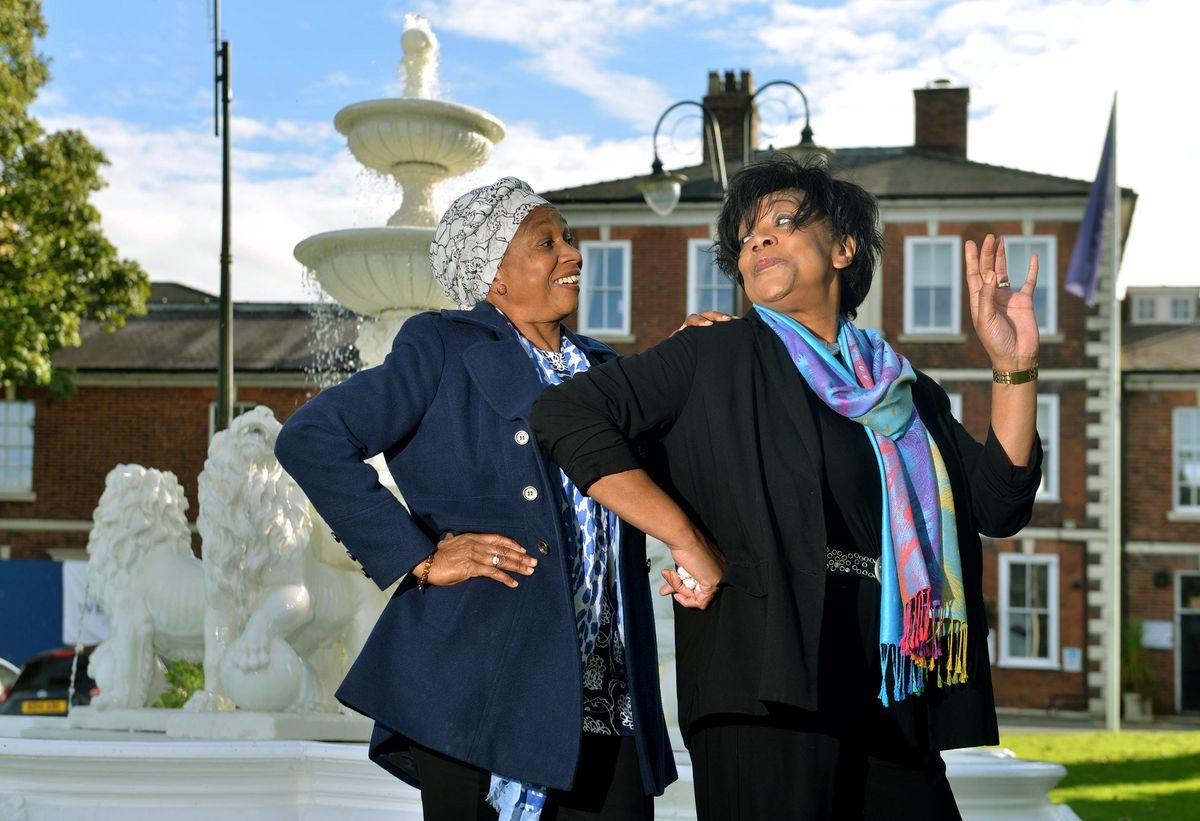 Deloris Smith con Kay Hinton