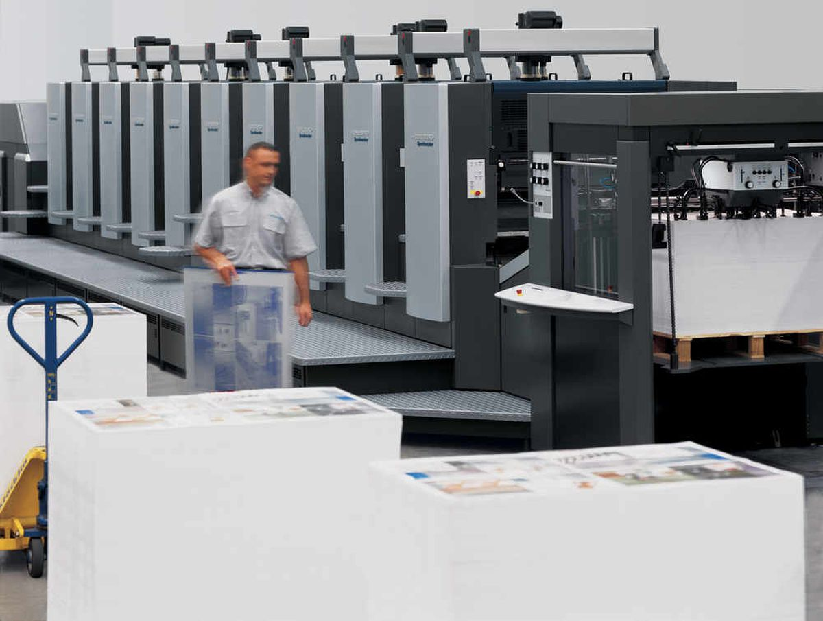 The new 10 colour sheet-fed press being installed by PCP