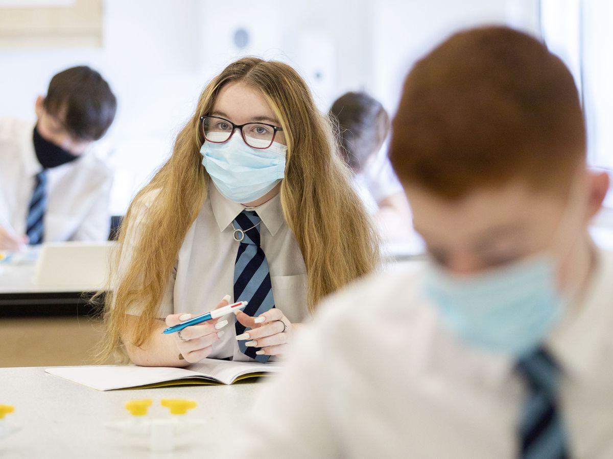 Pupils wear face masks in class