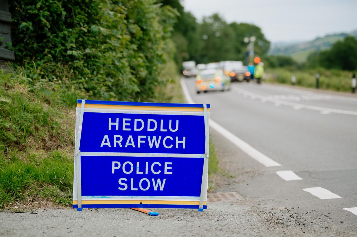 A police sign on the A458