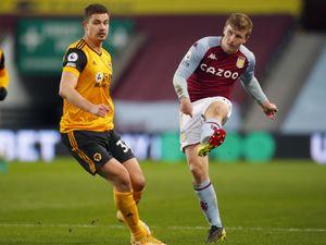 Matt Targett of Aston Villa passes the ball ahead of Leander Dendoncker of Wolverhampton Wanderers. (AMA)