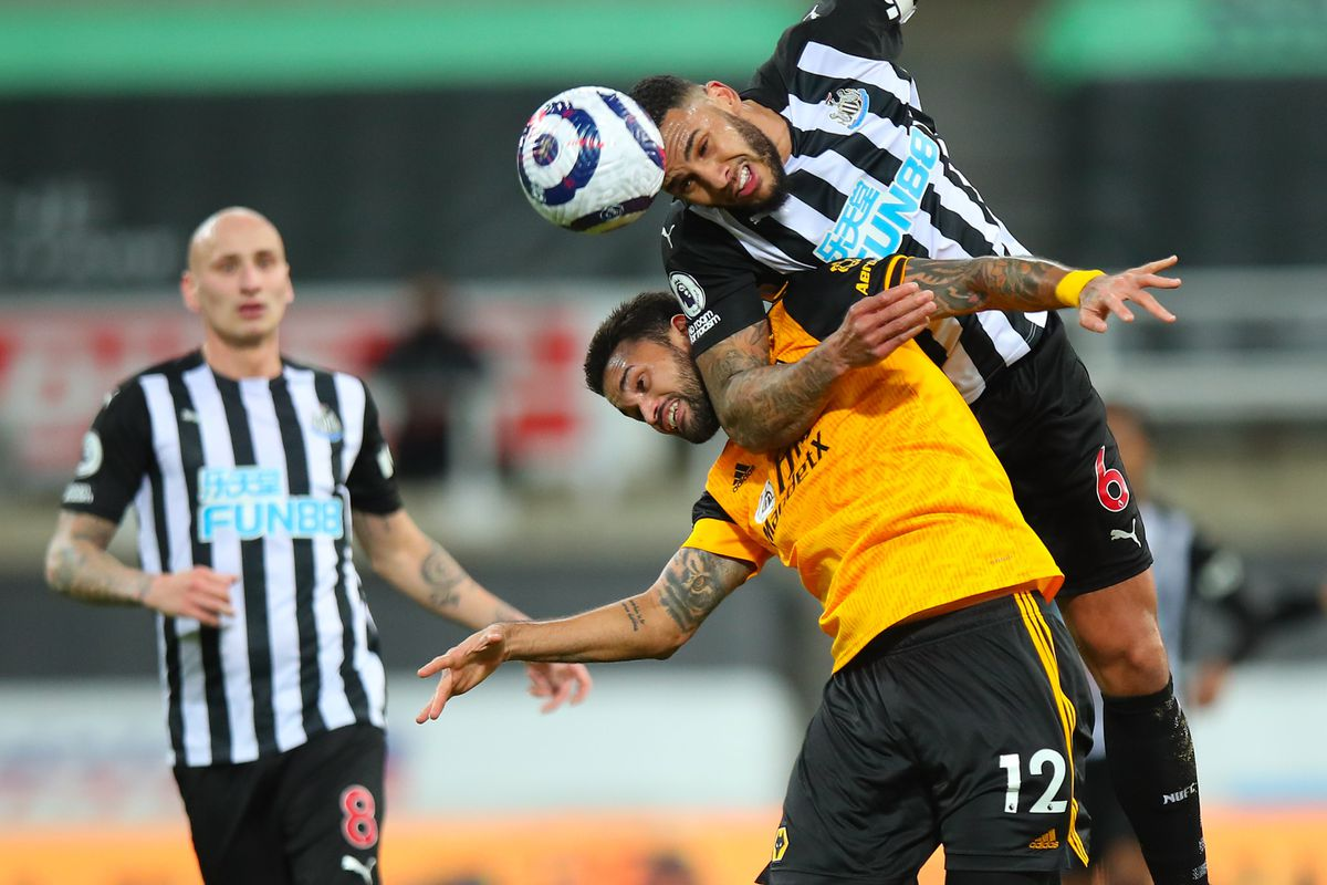 Willian Jose of Wolverhampton Wanderers and Jamaal Lascelles of Newcastle United. (AMA)