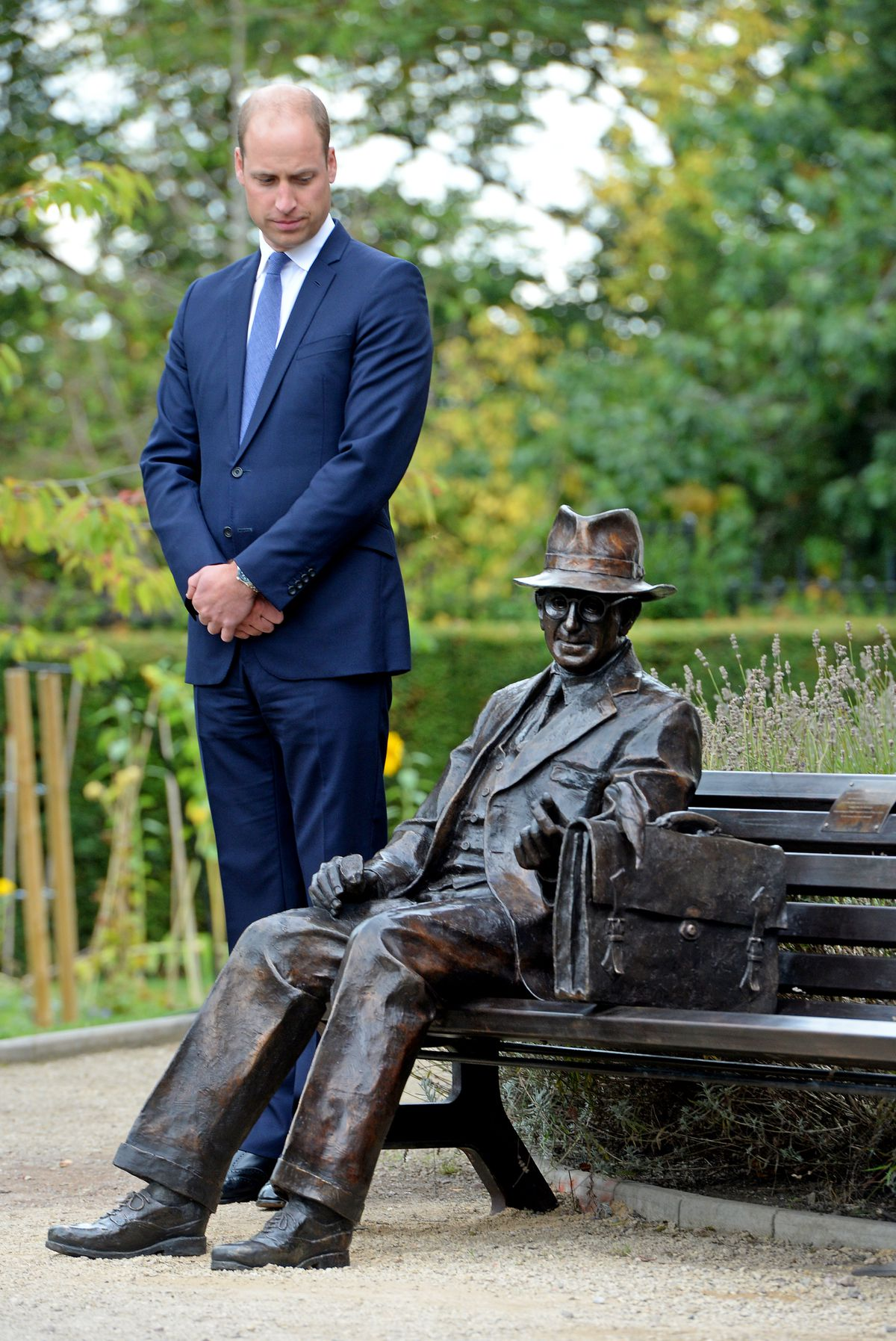 Prince William and the Frank Foley statue