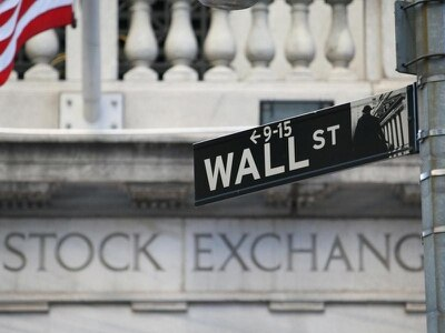 Stocks plunge as investors fear US and China trade tensions
