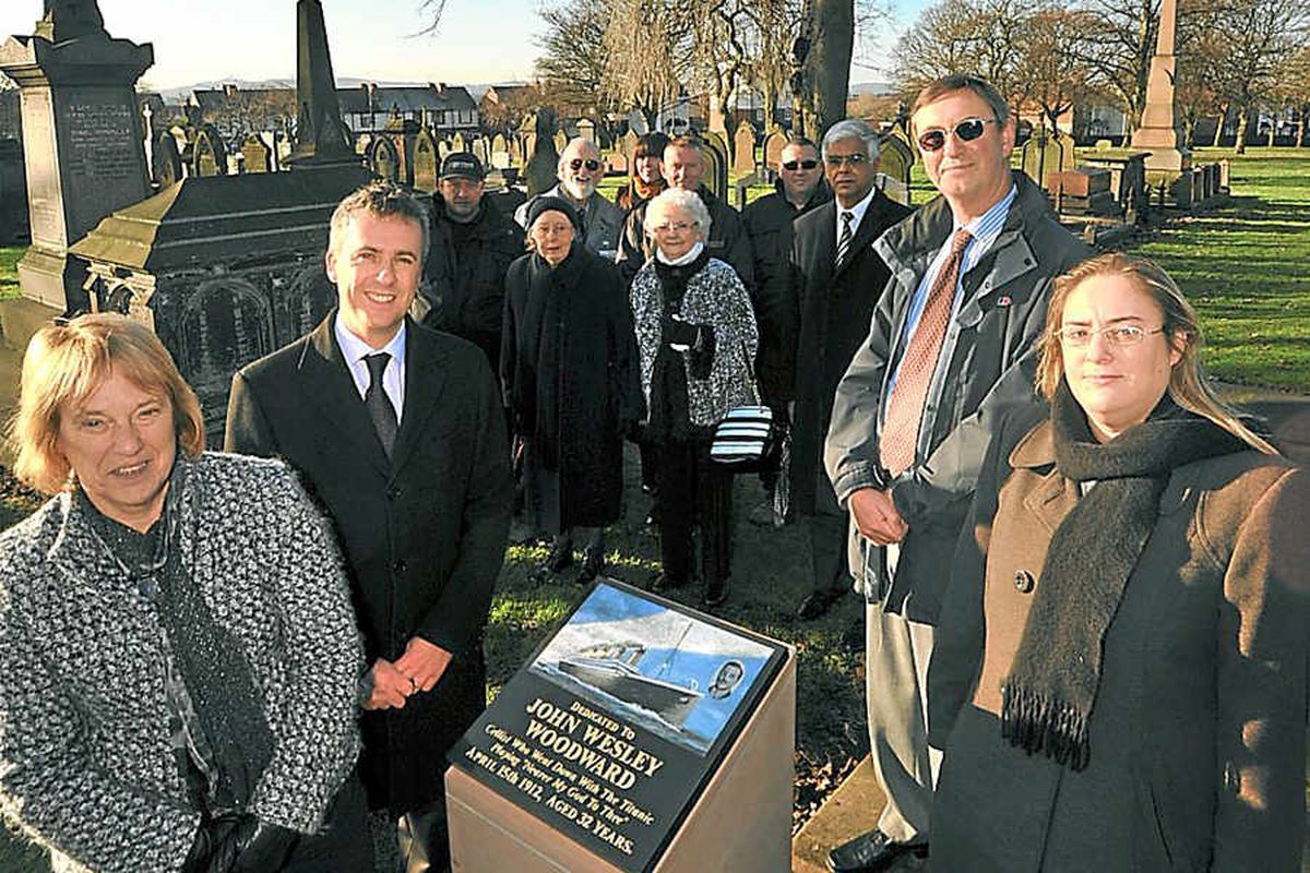 New memorial stone for West Bromwich cellist on Titanic
