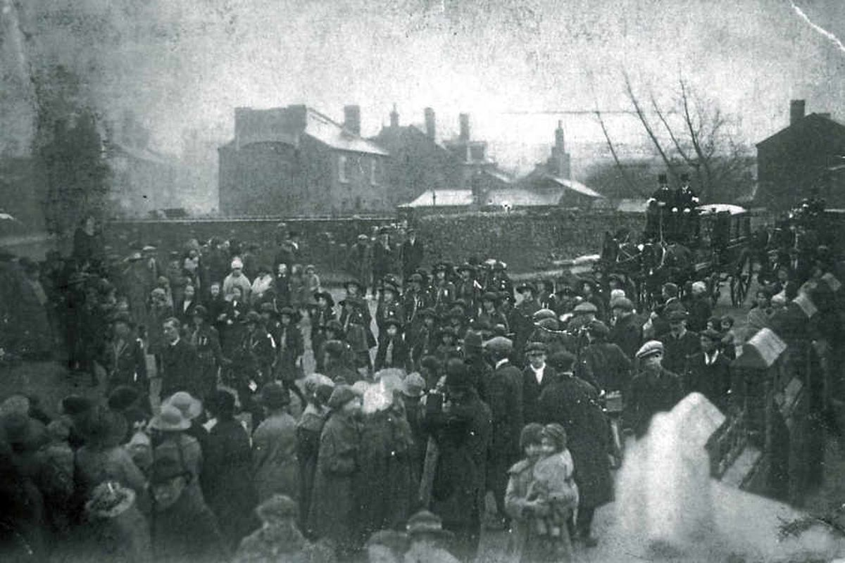 The funeral for the victims of the factory explosion that happened in 1922