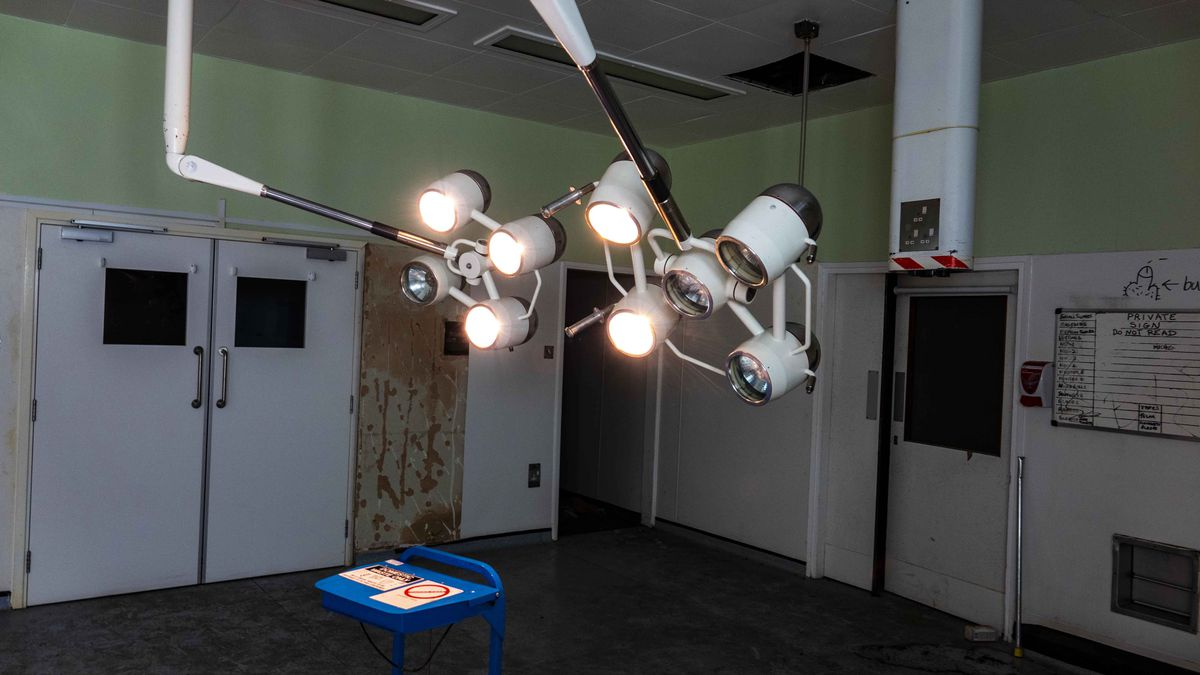 The still-functioning lights in the operating theatre